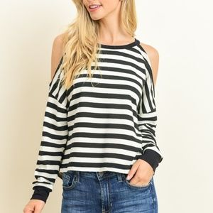 LELIS COLLECTION Tops - Trendy cold shoulder long sleeve top